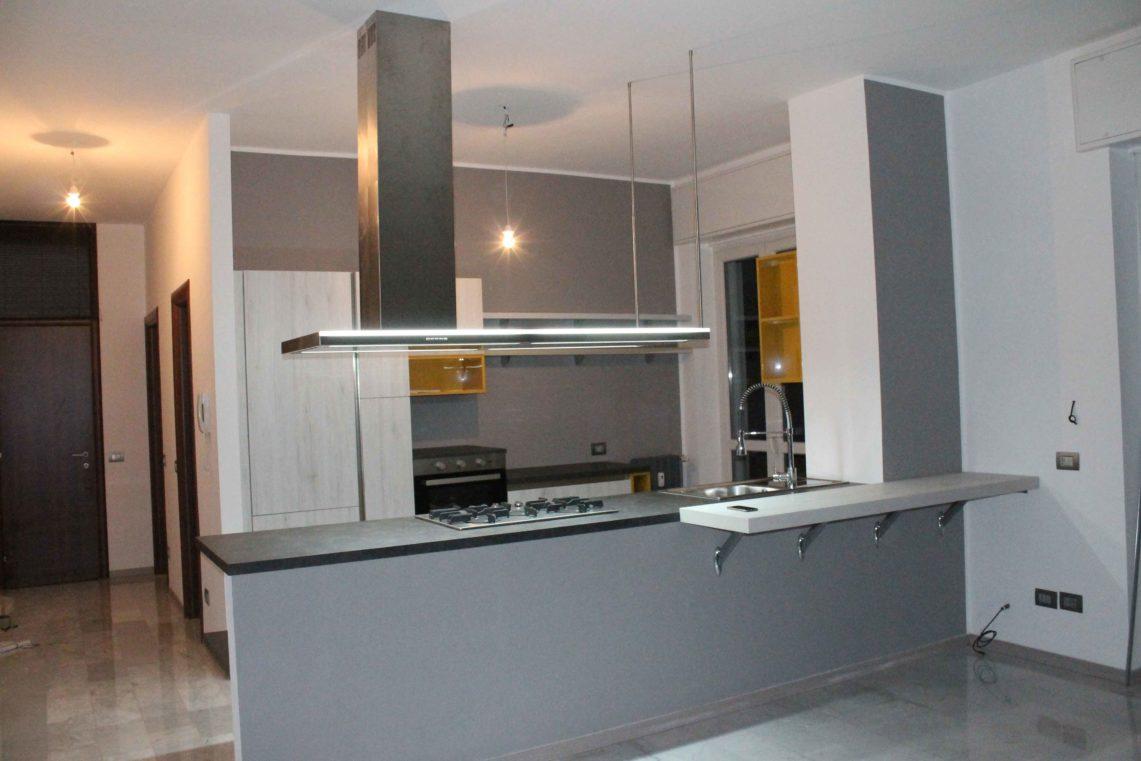 Cucina ad isola, salotto e bagno a Buccinasco - Arredamenti ...